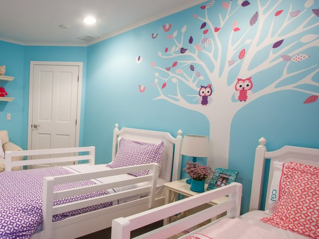 Girls Room: Seasonal Twin Girls Room
