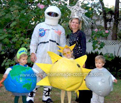 outer space family costume  sc 1 st  Design Dazzle & 15 Fabulous Family Costume Ideas - Design Dazzle