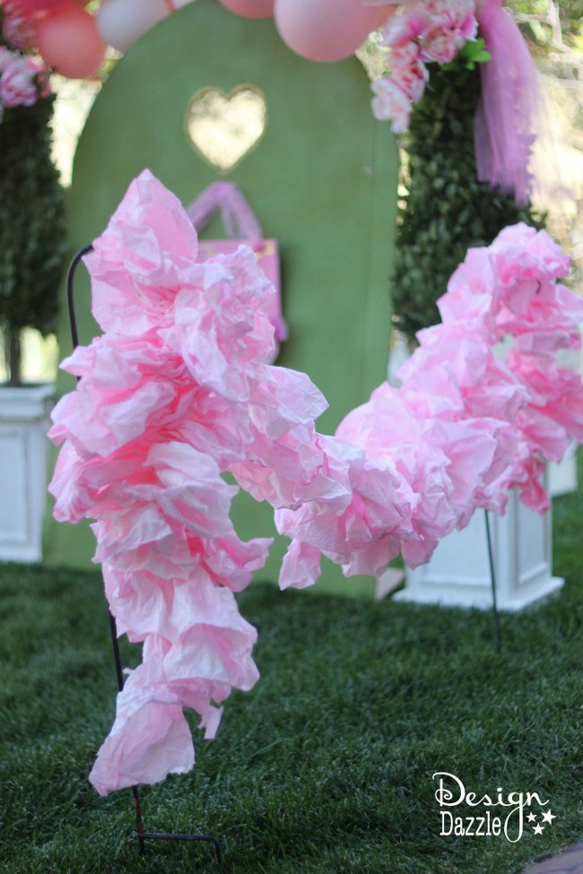 DIY a fabulous paper ruffle garland from a roll of paper towel!! A simple, quick detail that will make all the difference! Tutorial on design dazzle.com! #DIYfairyparty #DIYpartydecor #papertowelgarland