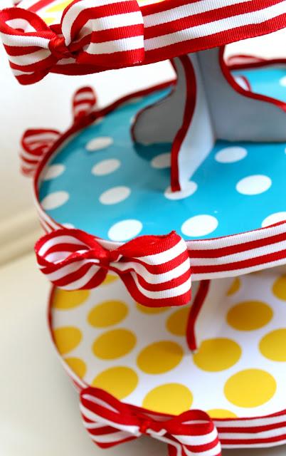 Dr. Seuss cardboard cupcake stand DIY