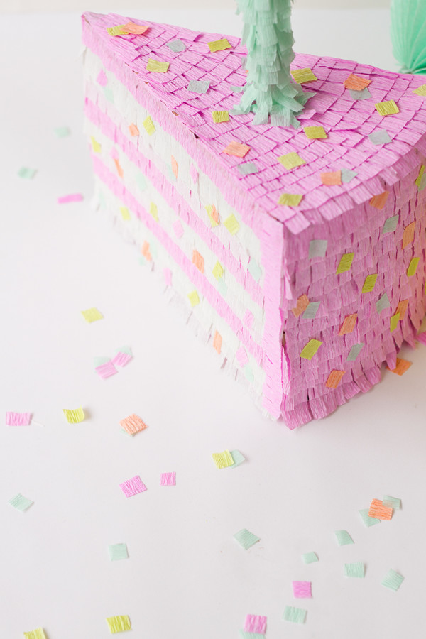 DIY birthday cake piñata - DIY party decor ideas