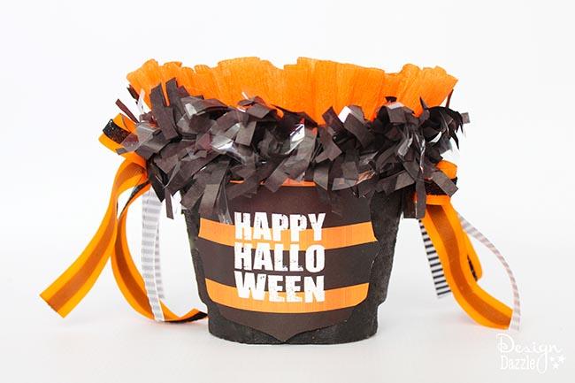 Step-by-step tutorial to make a quick, easy spook-tacular halloween treat! Designdazzle.com #diyhalloween #halloweentreats