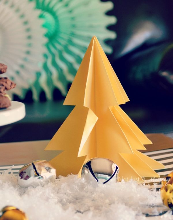 Christmas in black, white and mint origami tree