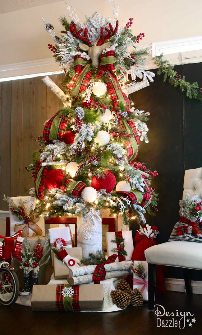 santas cabin in the woods christmas tree lots of easy diy projects to create this - Cabin Christmas Decor
