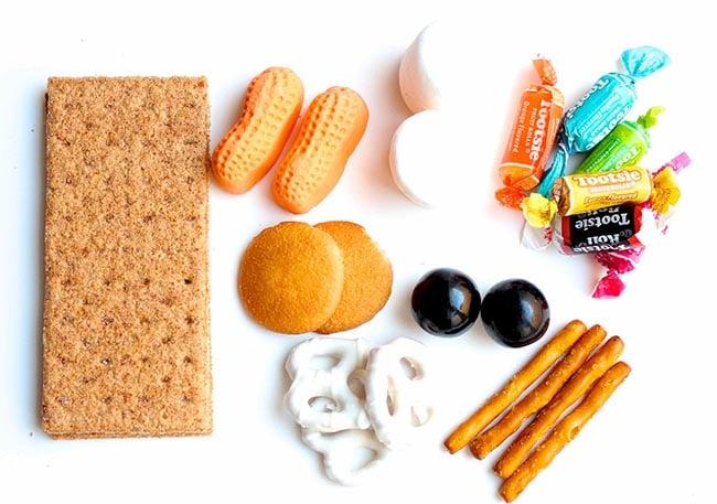 Supplies needed to make a sweet graham cracker nativity scene!