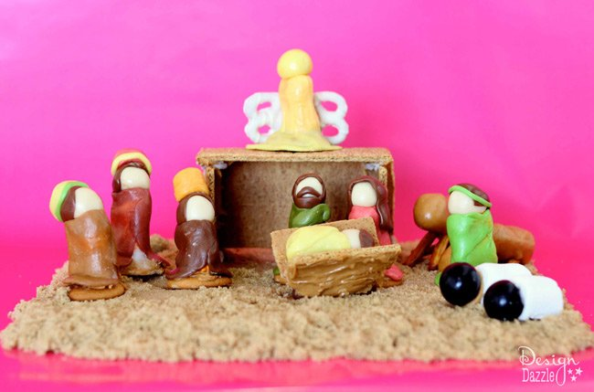 Family Holiday Ideas: Creating a Natvity Manger Scene with graham crackers and tootsie rolls. Design Dazzle