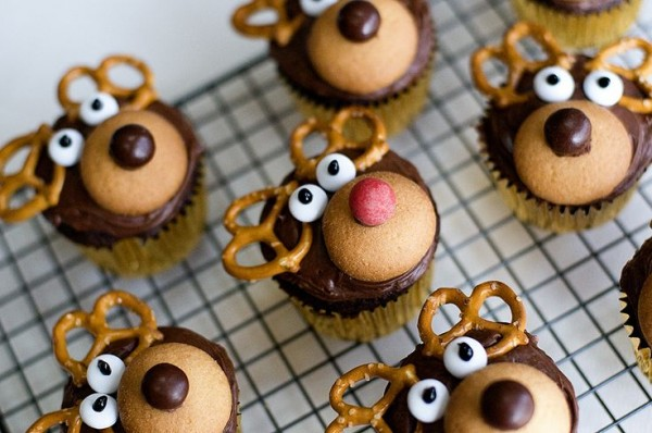 Reindeer cupcakes would be so fun for the kids to help you make!