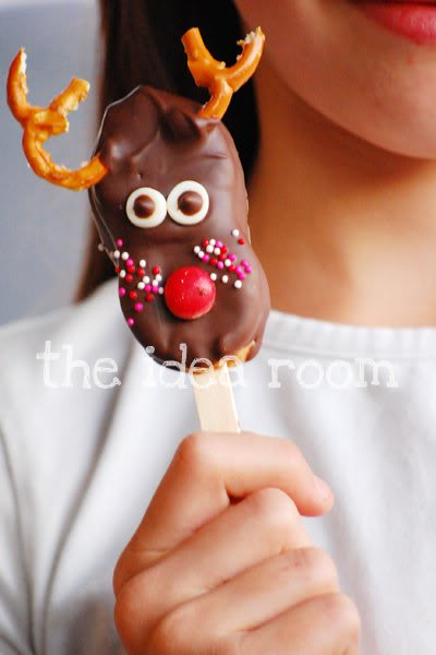 Nutter Butter reindeer pops - the kids would LOVE to make these simple treats!