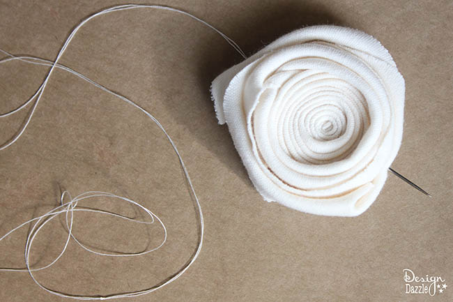 Step-by-step tutorial of how to make a rosette fabric rug. Check it out on Design Dazzle! #DIYdecor #rosetterug
