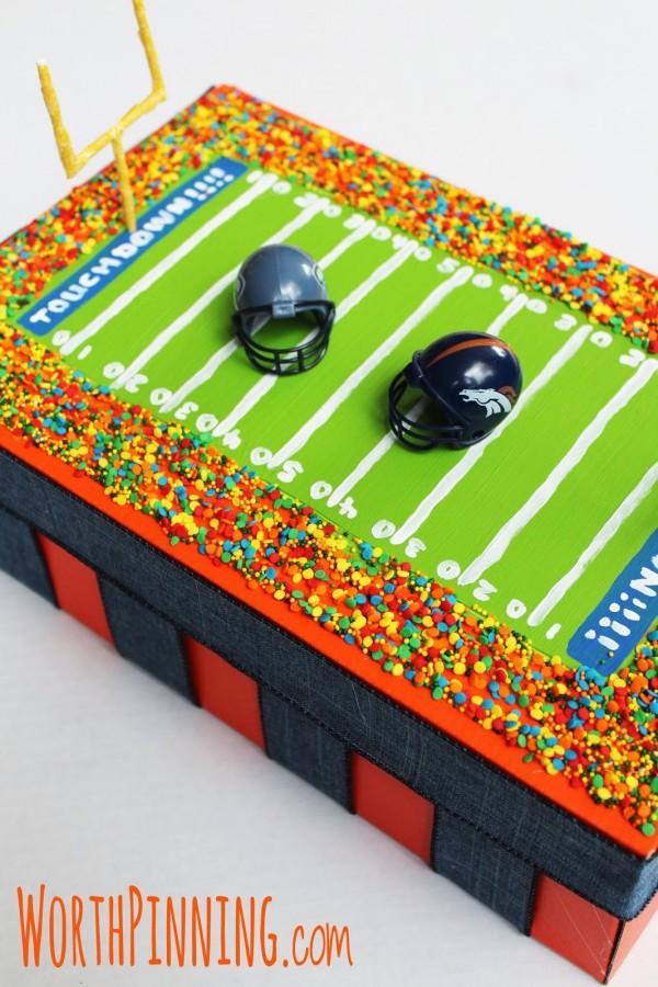Fun all-boy Valentines box! Find more ideas on Design Dazzle.