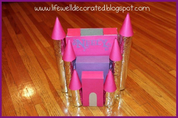 A cute princess castle Valentines box! Find cute ideas on Design Dazzle.