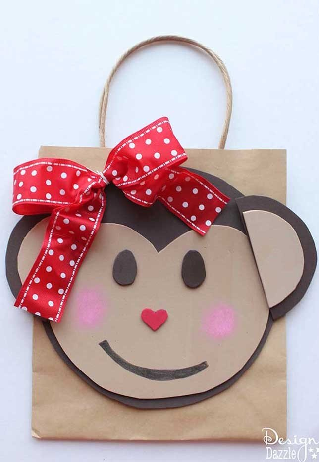 This monkey Valentine holder is equal parts simple and cute! Find the tutorial on Design Dazzle.