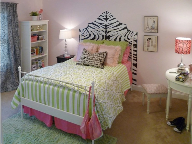 Simple Love this perfect touch of zebra print decor