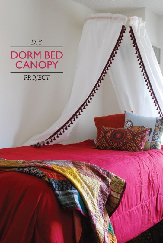 Love this DIY bed canopy in a fashionable dorm room!