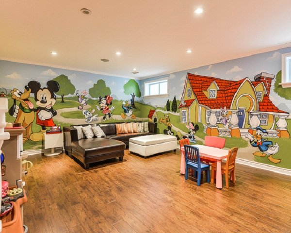 Incroyable Mickey Mouse Mural In A Playroom