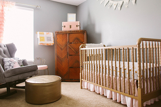 I'll admit - I totally never thought gold and grey could work together! Well. I stand corrected. Loving this vintage nursery!