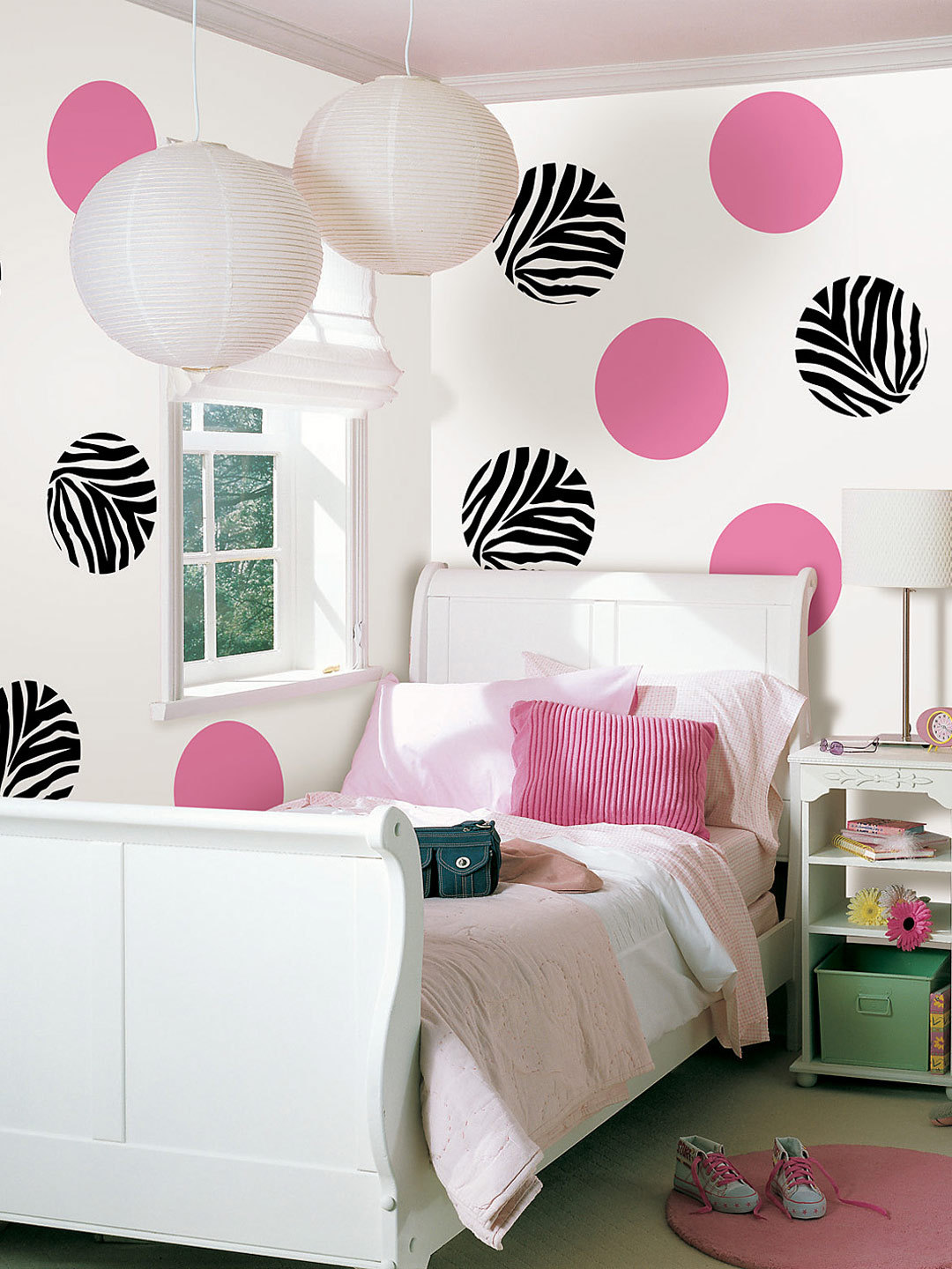 i love these zebra dot accents on the wall perfect zebra print decor - Zebra Print Decorating Ideas Bedroom