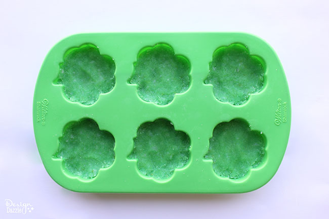 Make a sweet St. Patty's day gift for your friends! Find more on Design Dazzle.
