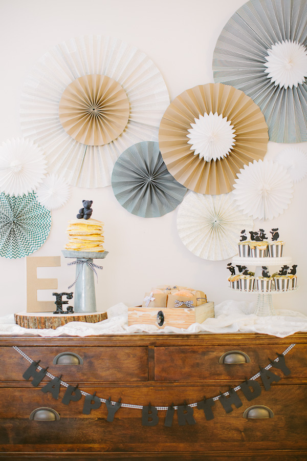 Teddy Bear Party! Love this for a 1st birthday party idea!