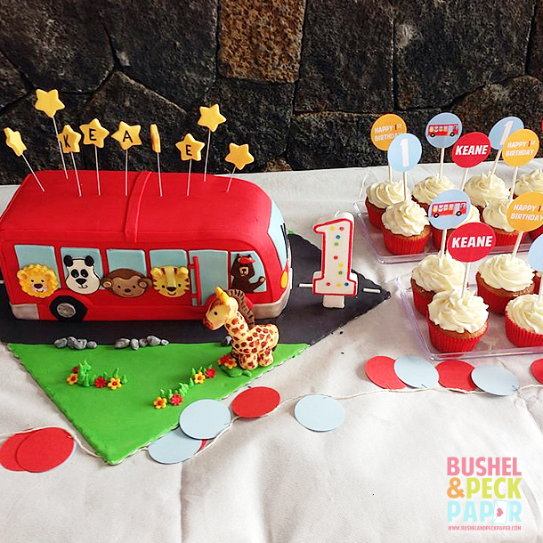 A Wheels On The Bus party! Perfect, right? Darling for a 1st birthday party idea for a little boy!