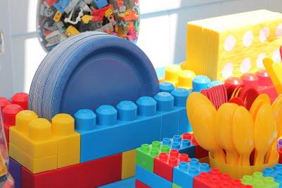 GENIUS idea for a lego party!