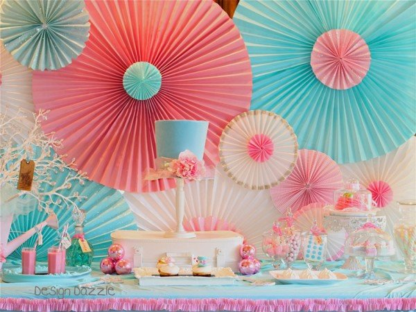 This is a gorgeous DIY photo backdrop!