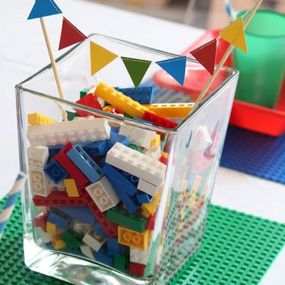 How easy is this centerpiece for a lego party?!