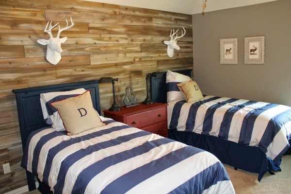 What an awesome shared room! Loving that reclaimed wood decor.