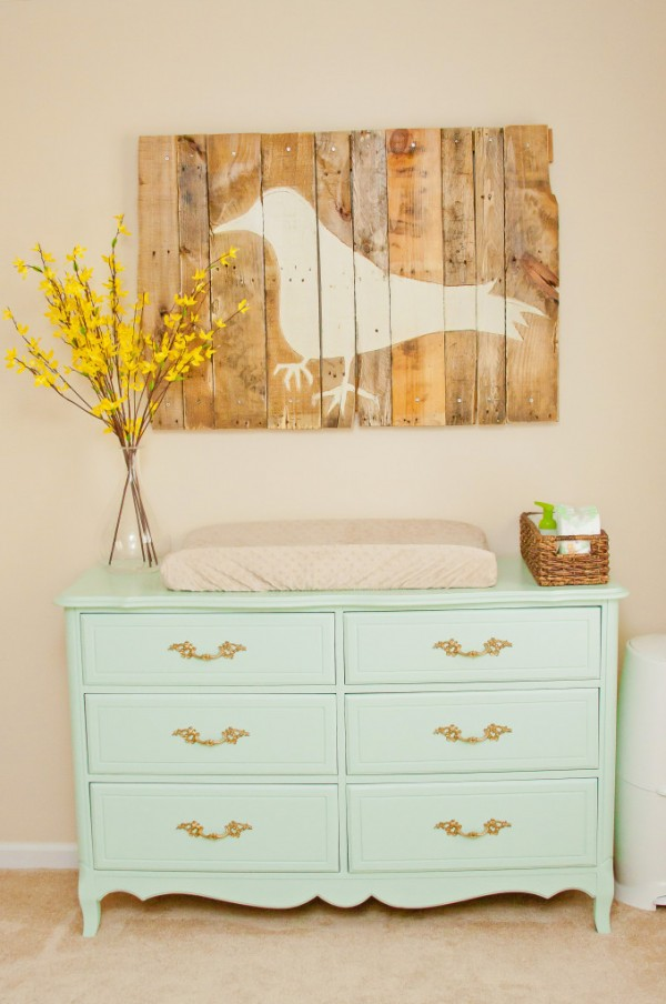 LOVE this reclaimed wood decor! Gorgeous with the mint.