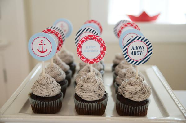 Such gorgeous and timeless nautical party ideas here! EEK!