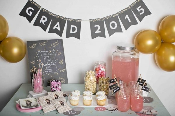 Love these graduation party ideas - this one is so stunning and fun!