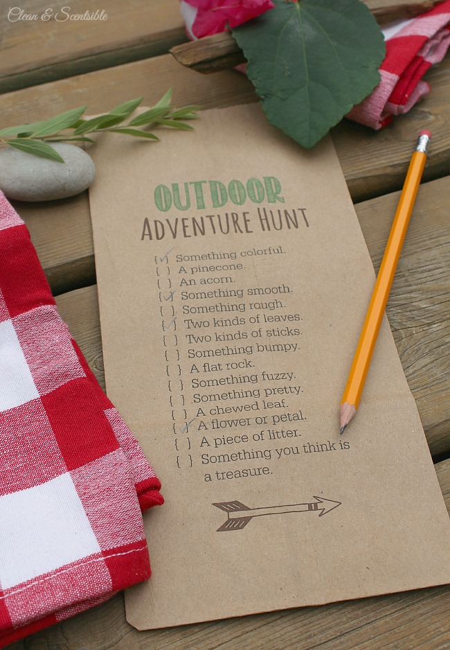 Fun outdoor scavenger hunt and s'mores treat toppers with free printables included! This would be fun for an outdoor party or camping trip.