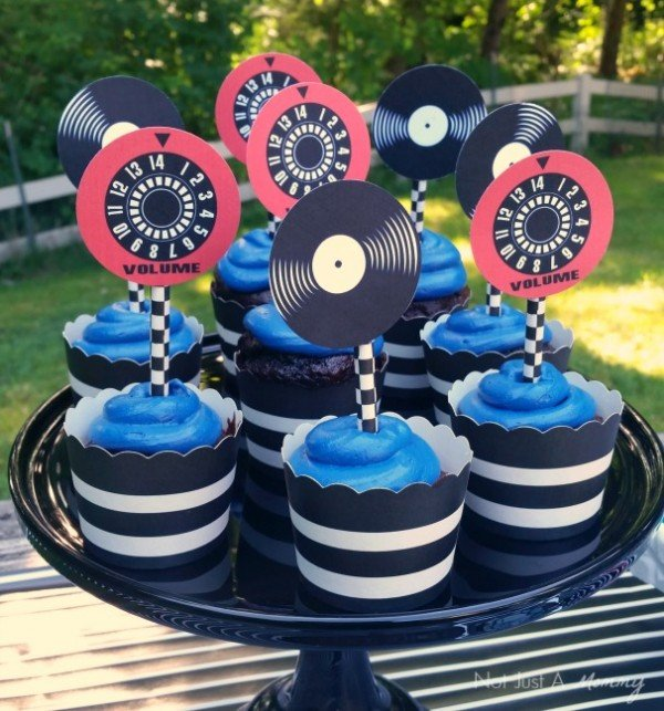 Dad, You Rock! Father's Day table cupcakes