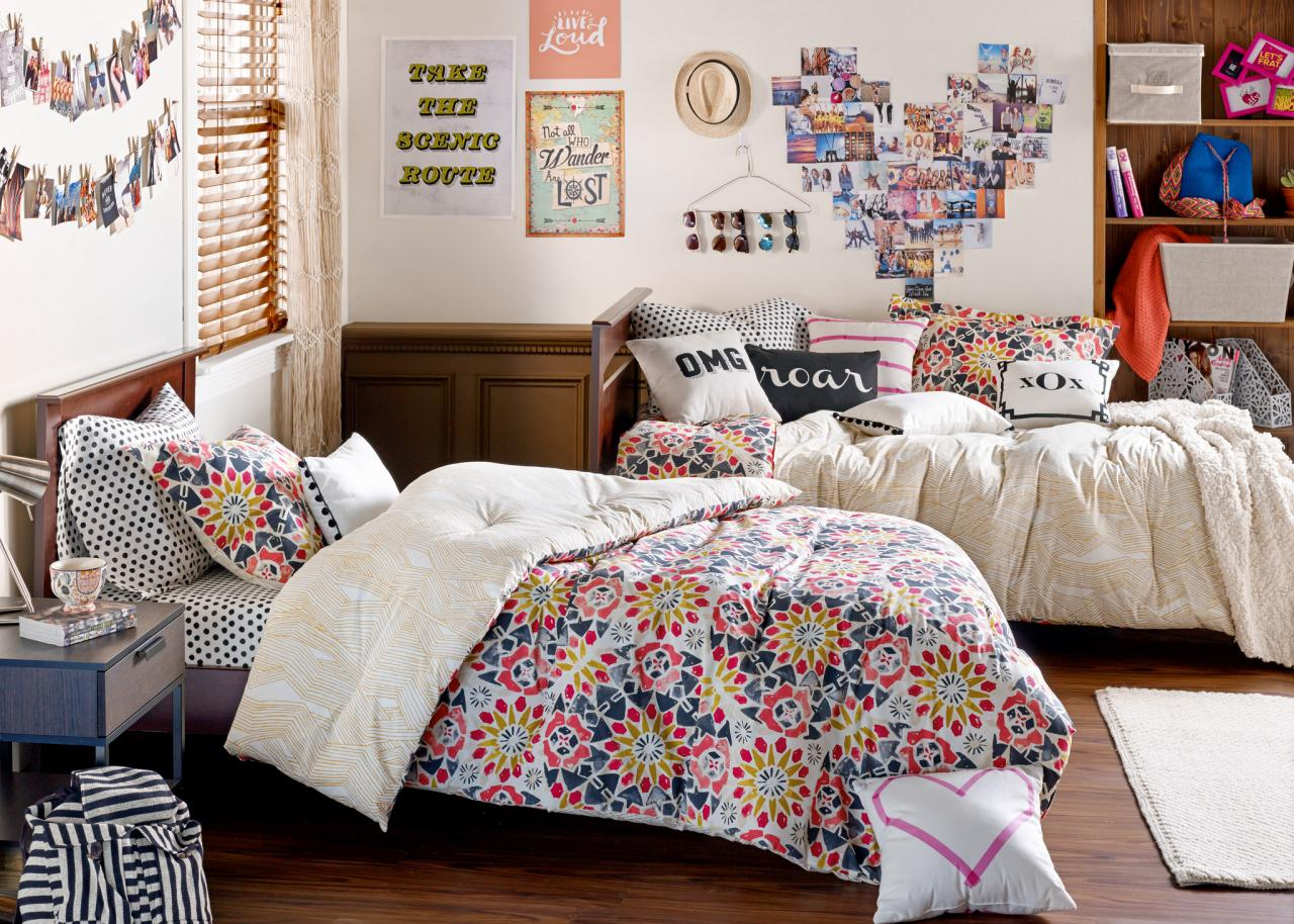 Dorm Decorating Ideas  Design Dazzle ~ 170154_Sports Dorm Room Ideas