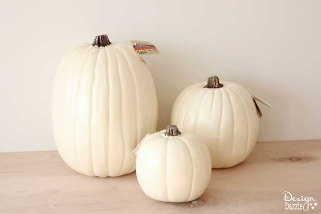 The most AWESOME idea about these pumpkins is they are TWO-SIDED! One side is for Halloween and one side is for Fall!! Free printables included. | DIY pumpkin decorating ideas | sharpie pumpkin tutorial | how to make sharpie art pumpkins | how to decorate a pumpkin | pumpkin decorating tips || Design Dazzle