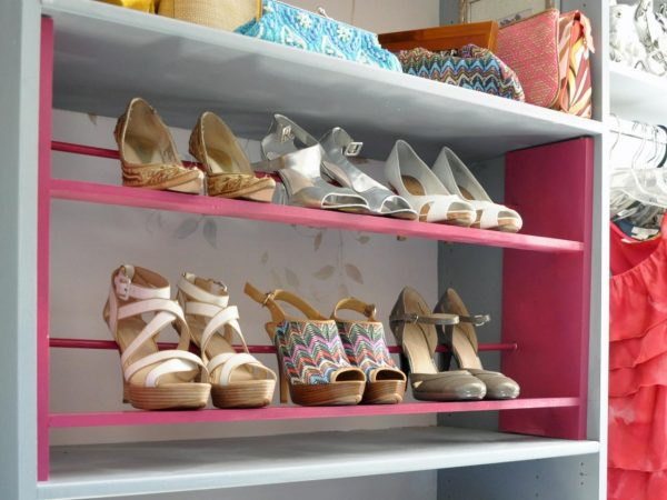 DIY a pretty shoe rack to store your shoes in your dorm room