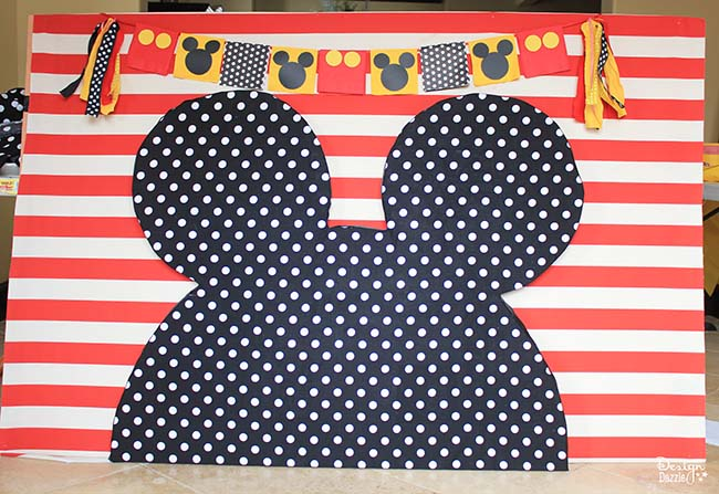 Planning a Mickey Mouse party? This backdrop is perfect for you! Design Dazzle shows you how.
