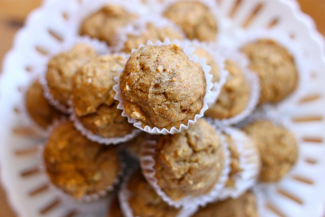 Sugar Free Whole Wheat Banana Spice Muffins! Healthy breakfast for a New Year!