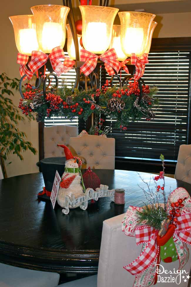 With Christmas decor, it's all about the details! Design Dazzle shows you how to decorate your dining room.