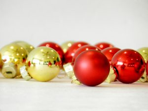 Tips for finding peace during the holidays on Design Dazzle.