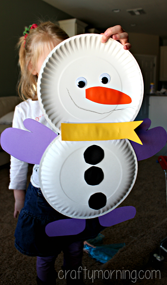 Darling DIY Paper Plate Snowman! Easy Christmas Snowman Craft for kids!