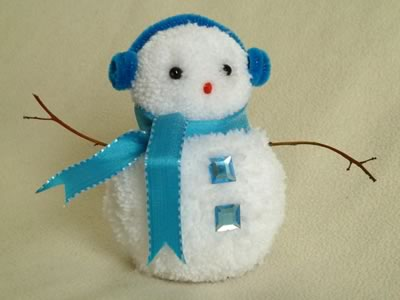 Darling DIY Pom Pom Snowman! Fabulous Christmas Snowman Craft for kids.