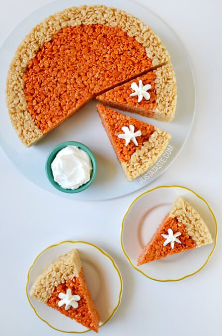 Pumpkin Pie Rice Krispie Treats. How cute is this faux pumpkin pie!!
