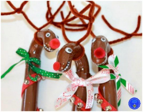 1-giant-reindeer-and-santa-candy-filled-canes-opening-hooplapalooza