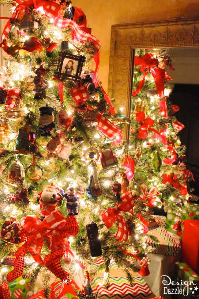 Christmas is a sweet time to be together as a family and relive Christmas memories. We share how to make a fun, beautiful Christmas Memory Tree. | diy Christmas tree | Christmas tree decor ideas | how to decorate a Christmas tree | Christmas tree decorating tips | Christmas home decor | Christmas tree home decor || Design Dazzle #christmastree #christmastreedecor #christmasdecor