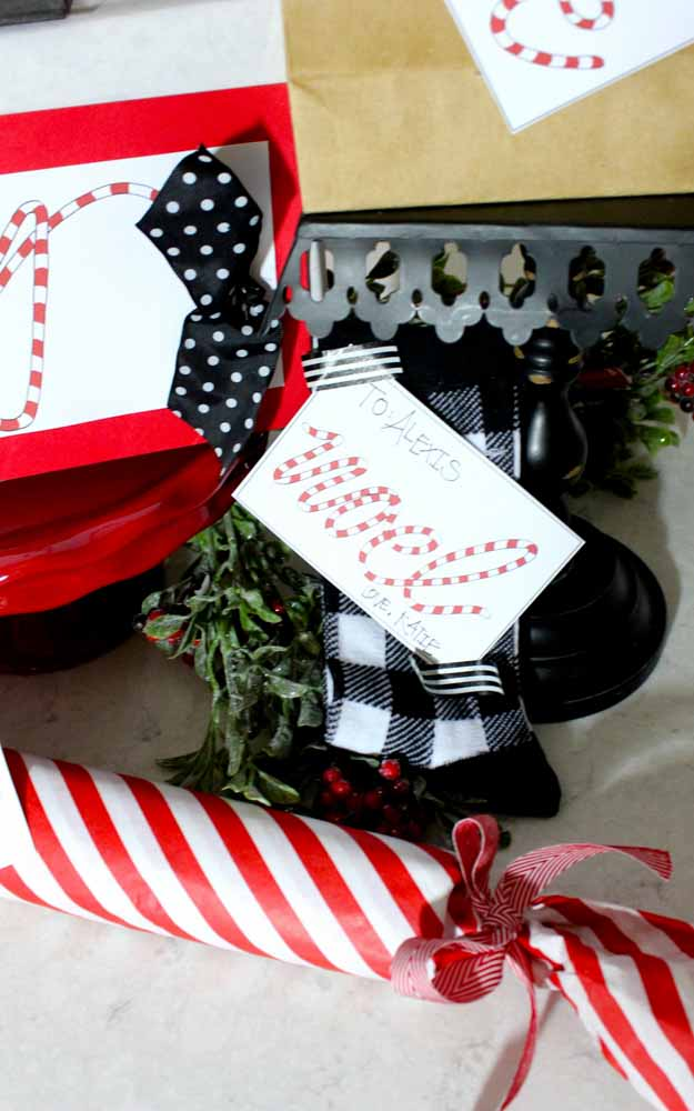 Adorable candy striped Christmas tags | printable gift tags | free holiday gift tags | diy holiday gift tags | gift tag printables | christmas gift tags | holiday printables || Design Dazzle #gifttags #printablegifttag #freegifttag #holidaywrapping