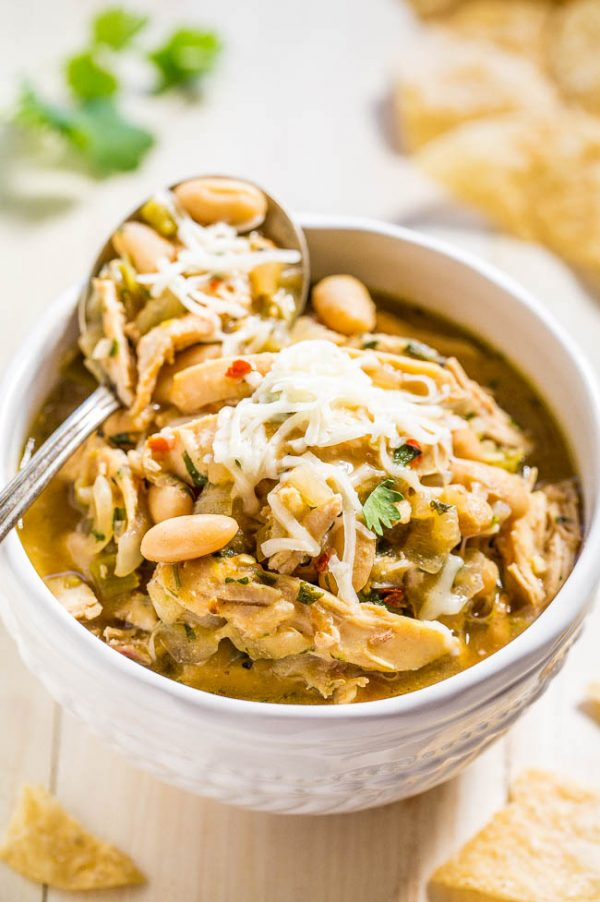 Easy 30 Minute White Chicken Chili from Averie Cooks. This is perfect for winter. Leaves you warm and toasty.