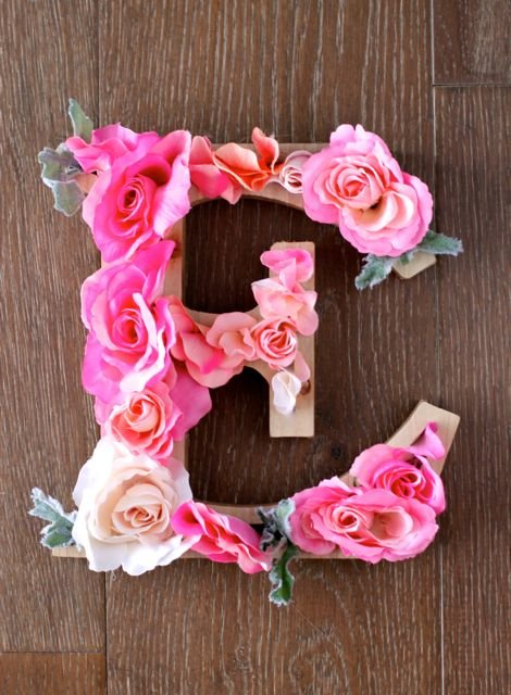 Gorgeous DIY Rustic Letter with Flowers! Easy DIY project that will brighten up any room!