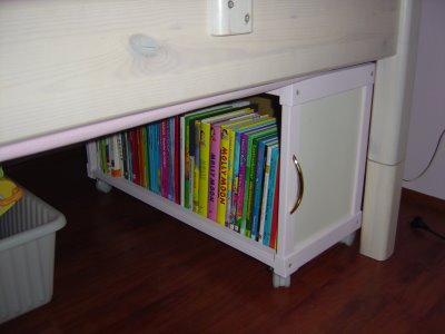 Underbed Book Storage for nighttime readers! Great DIY Underbed storage idea!