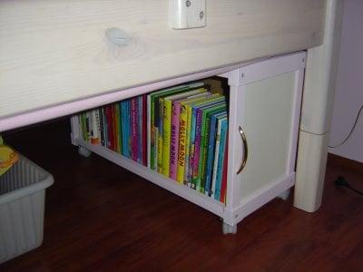 Underbed Book Storage for nighttime readers! Great DIY Underbed storage idea!